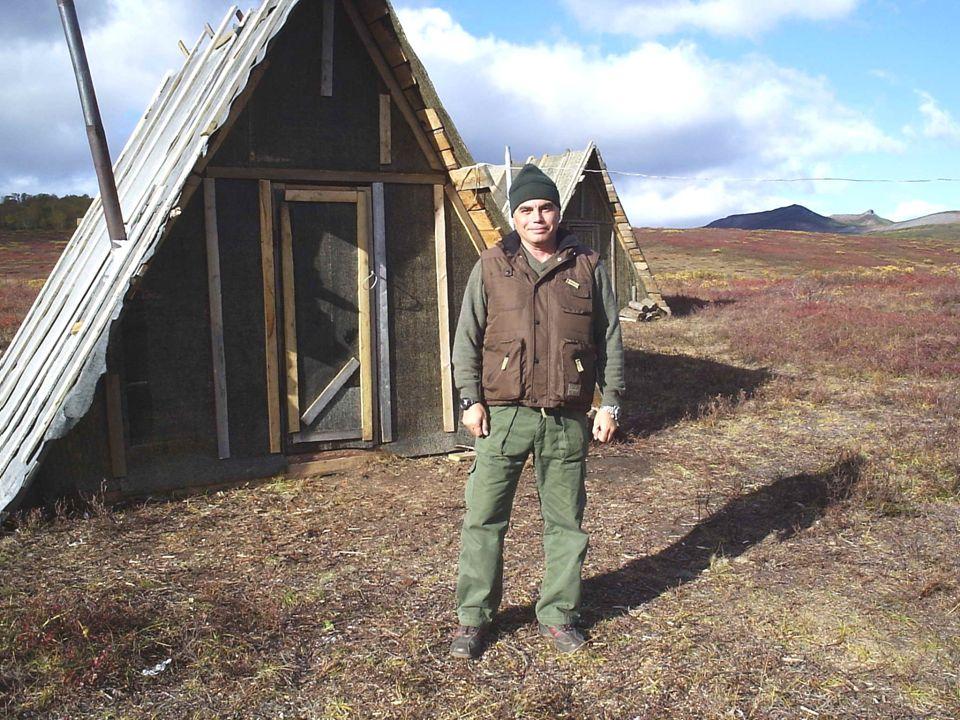 Tres son las impresiones que permanecen grabadas en la memoria de todo aquel que se haya atrevido a aventurarse en la península de Kamchatka, en la antesala del crudo invierno: la intensidad del frío, el profundo silencio y la desolada belleza del paisaje.