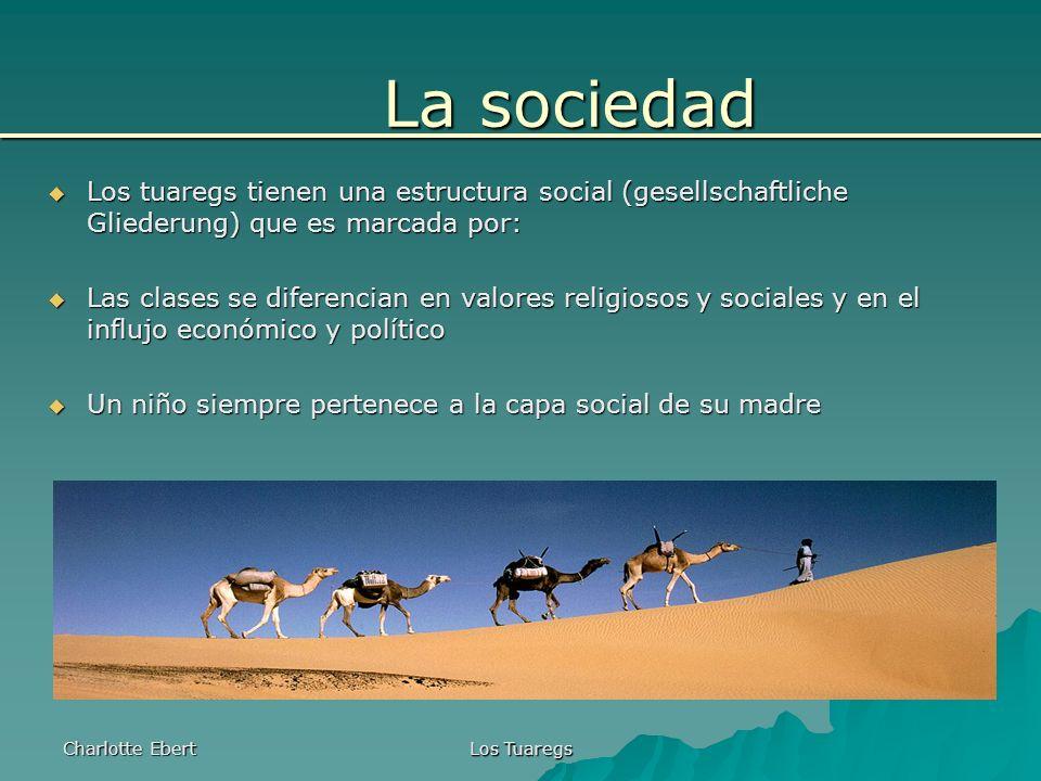 Charlotte Ebert Los Tuaregs 5.Enaden (los artesanos = Handwerker) Fuera de la jerarquía (Hierarchie) Son respetados pero tambíen despreciados porque el resto de los tuaregs tienen miedo de los artesanos