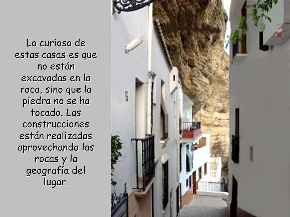 Lo curioso de estas casas es que no están excavadas en la roca, sino que la piedra no se ha tocado.
