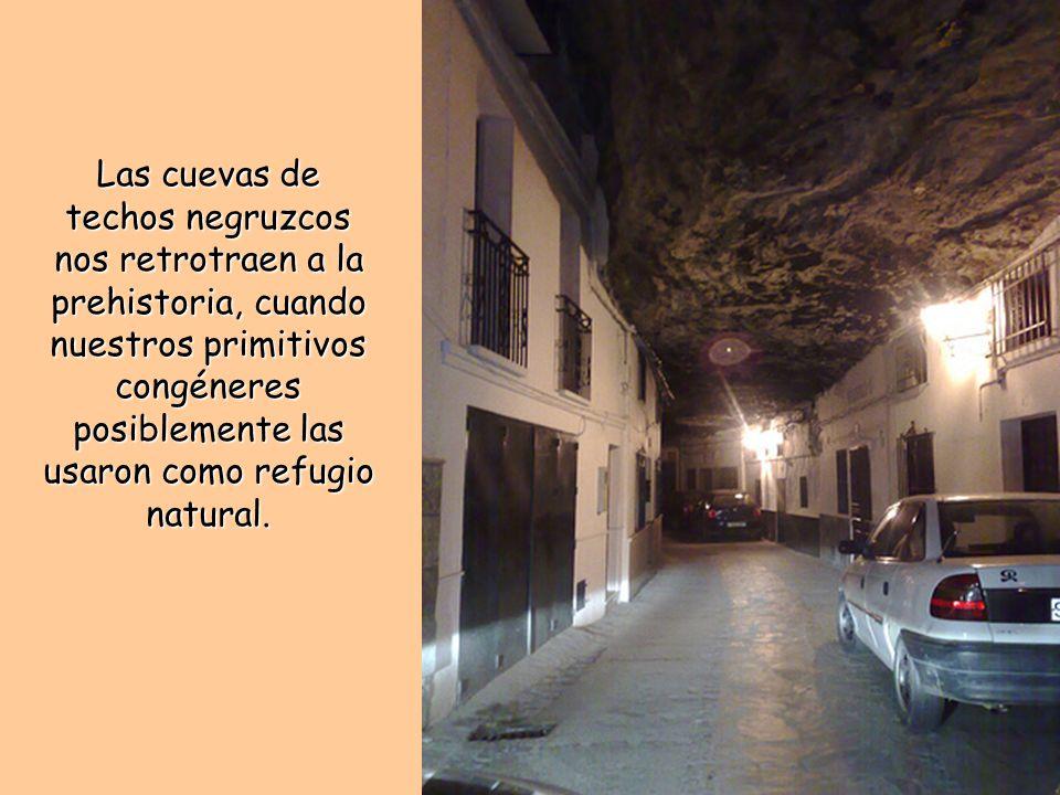 Las cuevas de techos negruzcos nos retrotraen a la prehistoria, cuando nuestros primitivos congéneres posiblemente las usaron como refugio natural.
