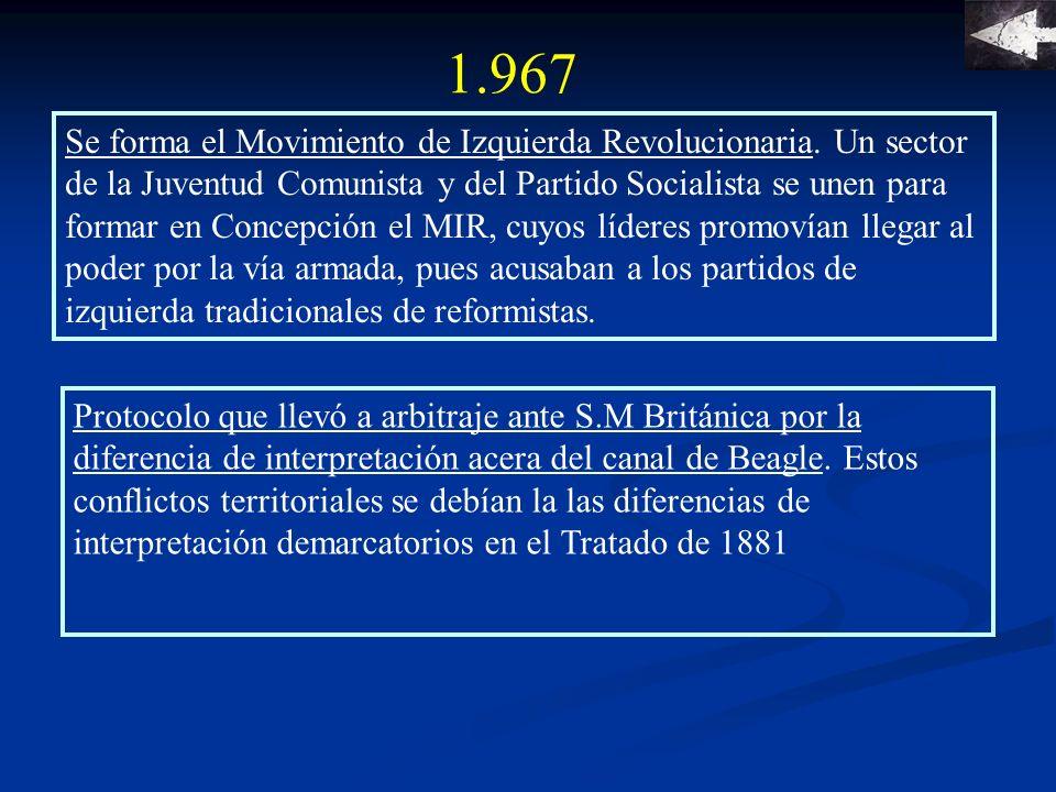 1.967 Roque Esteban Scarpa es nombrado director de la DIBAM, cargo que ejerce por diez años.