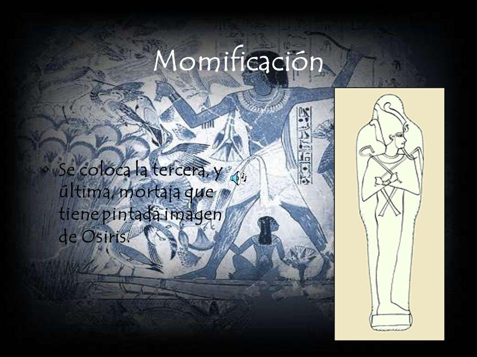 Momificación Se coloca una máscara funeraria en la cabeza del difunto.