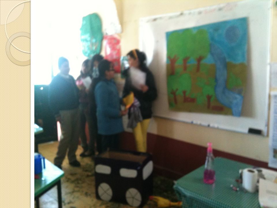 Exposición a través de carteles en honores a la bandera, dirigidos a padres, maestros y alumnos.