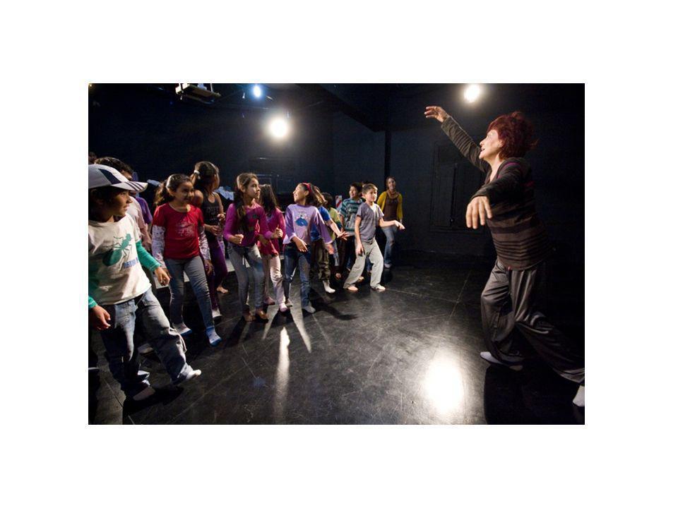 Iniciación Teatral Iniciación Teatral Jóvenes de 8 a 15 años Del 11 Mayo al 16 Julio Actuación * Canto * Ritmo * Vocalización * Expresión Corporal * Juegos Teatrales Haciendo Teatro y descubre tus tendencias artísticas, fortalece tu personalidad, vence la timidez y desarrolla la creatividad.