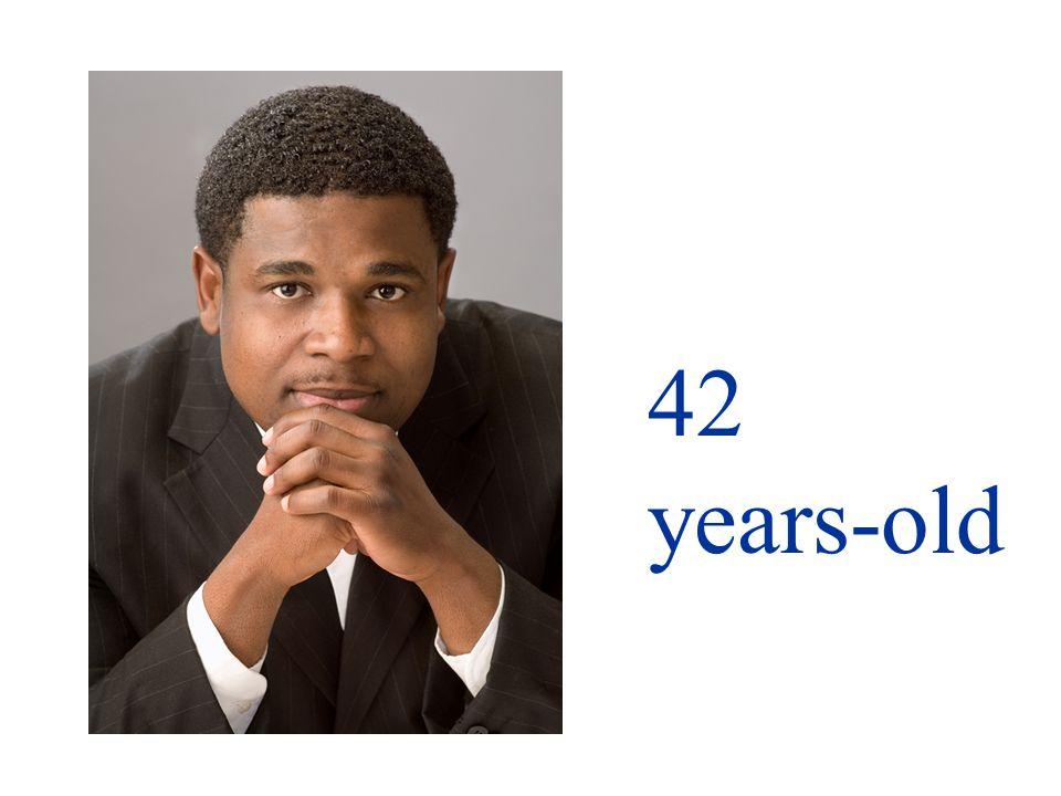 Él tiene cuarenta y dos años.