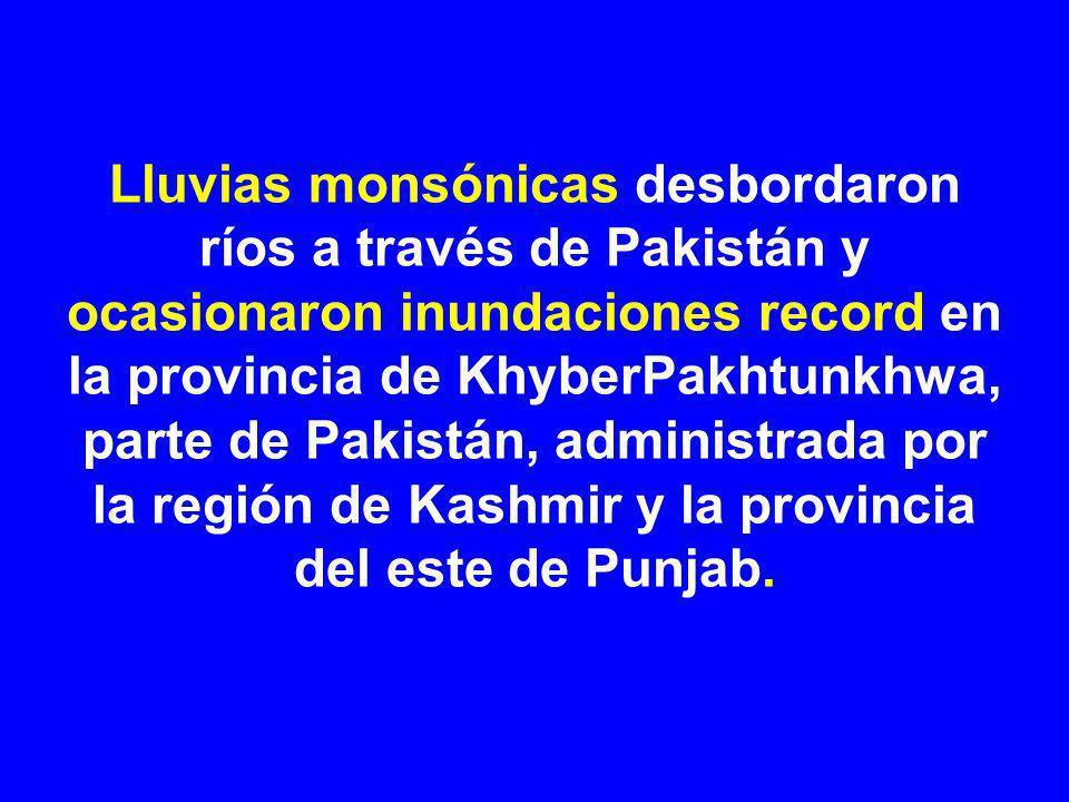 Lluvias monsónicas desbordaron ríos a través de Pakistán y ocasionaron inundaciones record en la provincia de KhyberPakhtunkhwa, parte de Pakistán, administrada por la región de Kashmir y la provincia del este de Punjab.