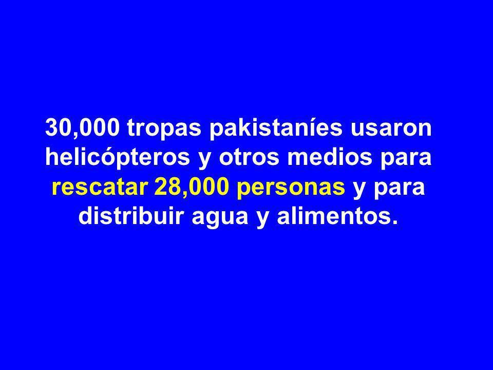 30,000 tropas pakistaníes usaron helicópteros y otros medios para rescatar 28,000 personas y para distribuir agua y alimentos.