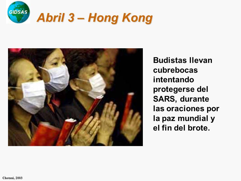 Abril 3 – Hong KongBudistas llevan cubrebocas intentando protegerse del SARS, durante las oraciones por la paz mundial y el fin del brote.