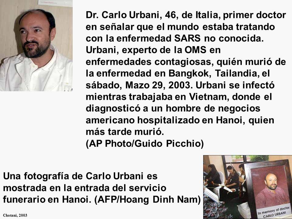 Dr. Carlo Urbani, 46, de Italia, primer doctor en señalar que el mundo estaba tratando con la enfermedad SARS no conocida. Urbani, experto de la OMS en enfermedades contagiosas, quién murió de la enfermedad en Bangkok, Tailandia, el sábado, Mazo 29, 2003. Urbani se infectó mientras trabajaba en Vietnam, donde el diagnosticó a un hombre de negocios americano hospitalizado en Hanoi, quien más tarde murió. (AP Photo/Guido Picchio)