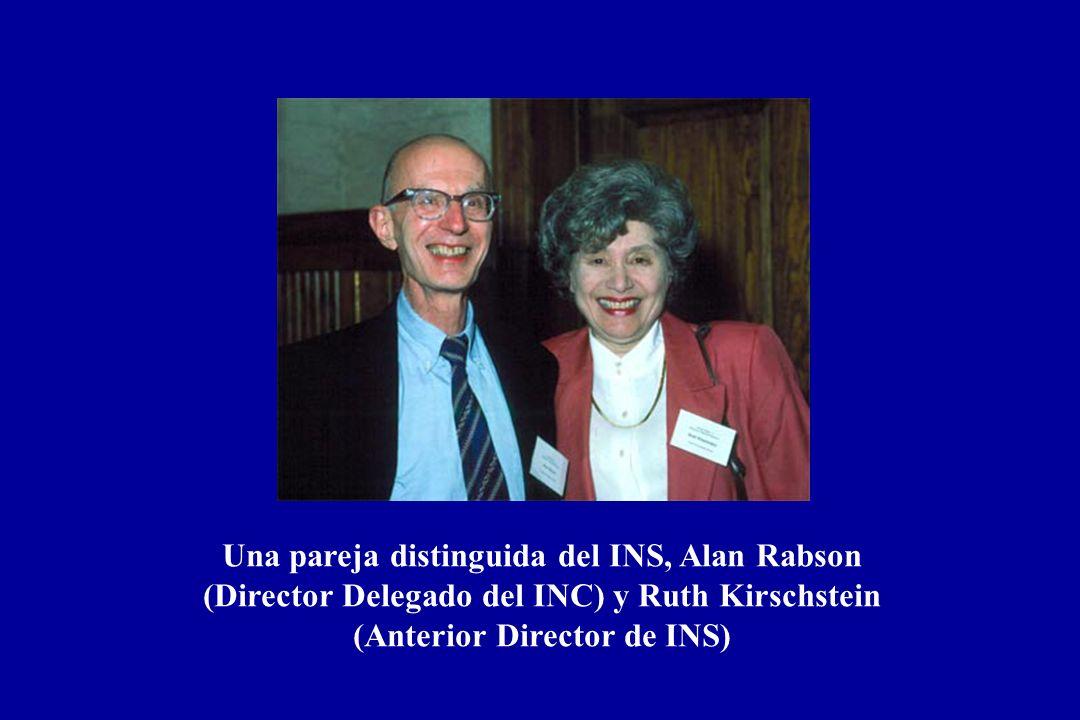Es un gran privilegio para mi ser seleccionado este año como el Conferencista Alan Rabson. Realmente, no encuentro a alguien más que haya contribuido a nuestro programa de investigación intramuros en INC que Al Rabson. Yo pienso que la mayoría de nosotros en esta sala, nos hemos beneficiado de la amplitud de su conocimiento y experiencia, su juicio, su visión, su sentido del optimismo y su amabilidad y disposición de espíritu que han enriquecido las vidas de una legión de científicos que han trabajado en el INC. Se que somos afortunados en nuestra división, por el apoyo de Al y su entusiasmo que ha ido más allá de las ciencia s básica y clínica, ciencias de la población y la epidemiología – un interés que inició, yo pienso, cuando Al sirvió como Oficial Comisionado en CDC antes de venir al INC. Y en este día, Al me recuerda en cada ocasión que el aprendió en CDC que la pronunciación actual no es epidemiología sino epidémiologia . Seleccioné esta fotografía en particular de Al, debido que él está con su maravillosa esposa Ruth Kirschstein quien, como Al, fue una científica intramuros quien surgió a través de los rankings para convertirse en una fuerza estabilizadora e innovadora en INS. En efecto, mi primer proyecto epidemiológico en INC, prácticamente cuando atravesé las puertas, fue inducido por los estudios de laboratorios de Al y Ruth demostrando los efectos carcinogenéticos del SV40, virus del simio 40, el cual contaminó muchos lotes de vacuna de polio cuando inicialmente se dio en el país a preescolares y escolares durante sus primeros años escolares.
