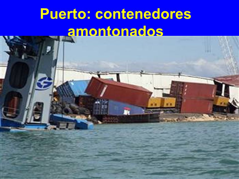 Puerto: contenedores amontonados