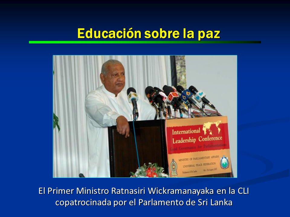 Educación sobre la paz El Primer Ministro Ratnasiri Wickramanayaka en la CLI copatrocinada por el Parlamento de Sri Lanka.