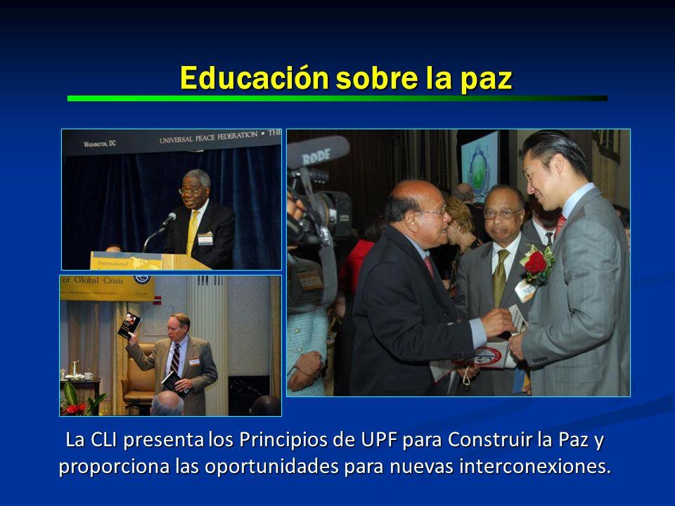 Educación sobre la paz From left: Dr. Ernest Shonekan, former President of Nigeria.