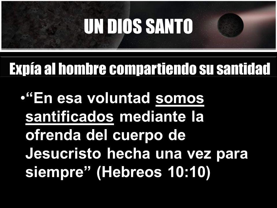 UN DIOS SANTO Expía al hombre compartiendo su santidad.