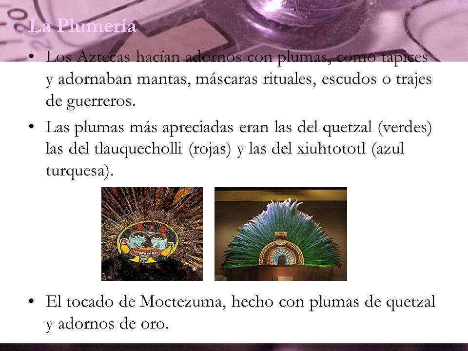 La Plumería Los Aztecas hacían adornos con plumas, como tapices y adornaban mantas, máscaras rituales, escudos o trajes de guerreros.