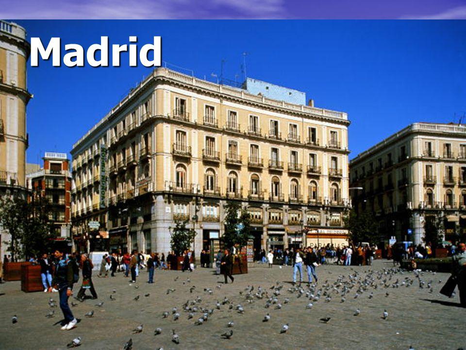 Madrid Es una plaza famosa de Madrid que se llama la puerta del sol.