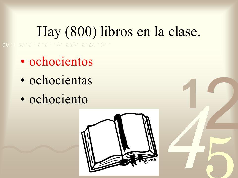 Hay (800) libros en la clase.