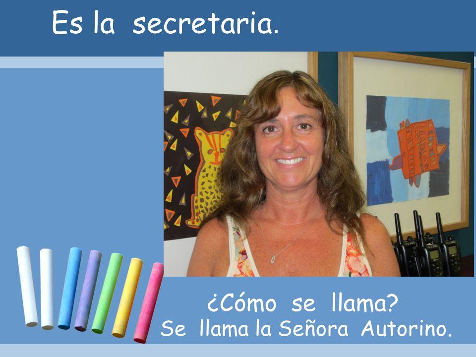Es la secretaria. ¿Cómo se llama Se llama la Señora Autorino.