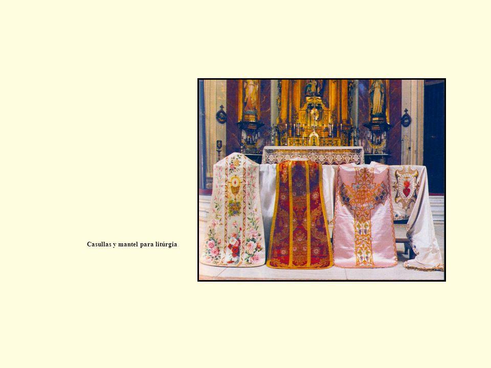 Casullas y mantel para litúrgia