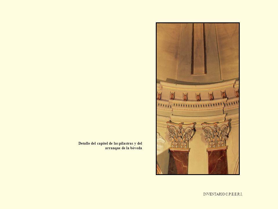 Detalle del capitel de las pilastras y del arranque de la bóveda