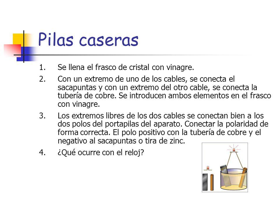Pilas caseras Se llena el frasco de cristal con vinagre.