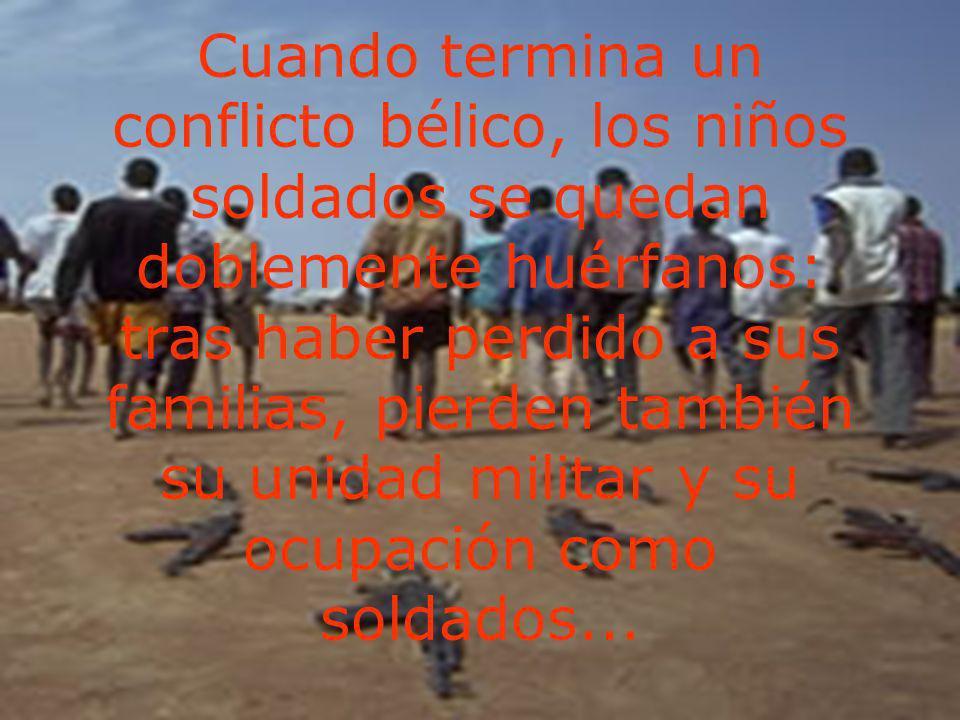 Cuando termina un conflicto bélico, los niños soldados se quedan doblemente huérfanos: tras haber perdido a sus familias, pierden también su unidad militar y su ocupación como soldados...