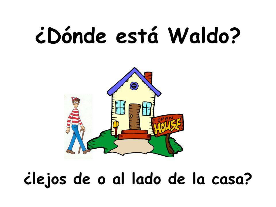 ¿Dónde está Waldo ¿lejos de o al lado de la casa