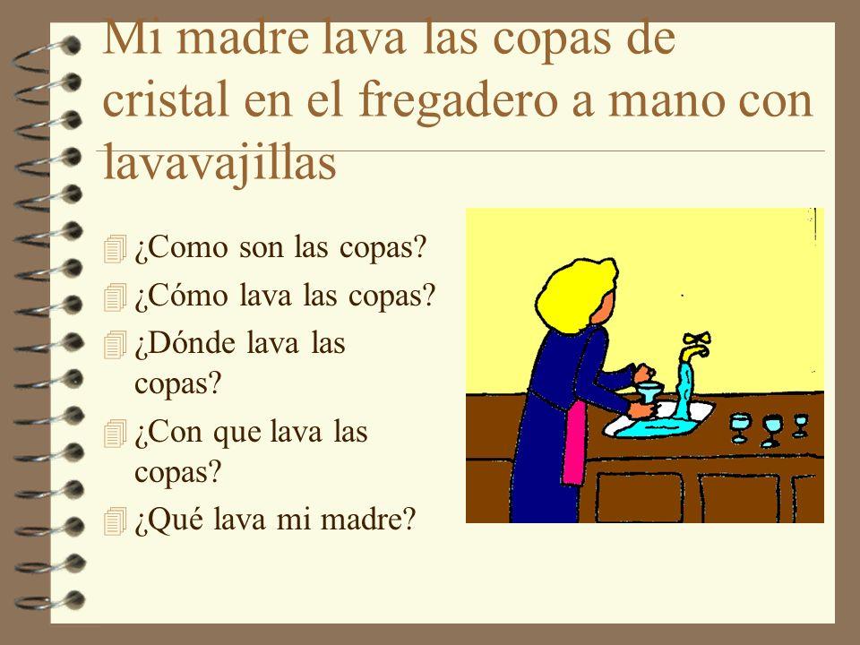Mi madre lava las copas de cristal en el fregadero a mano con lavavajillas