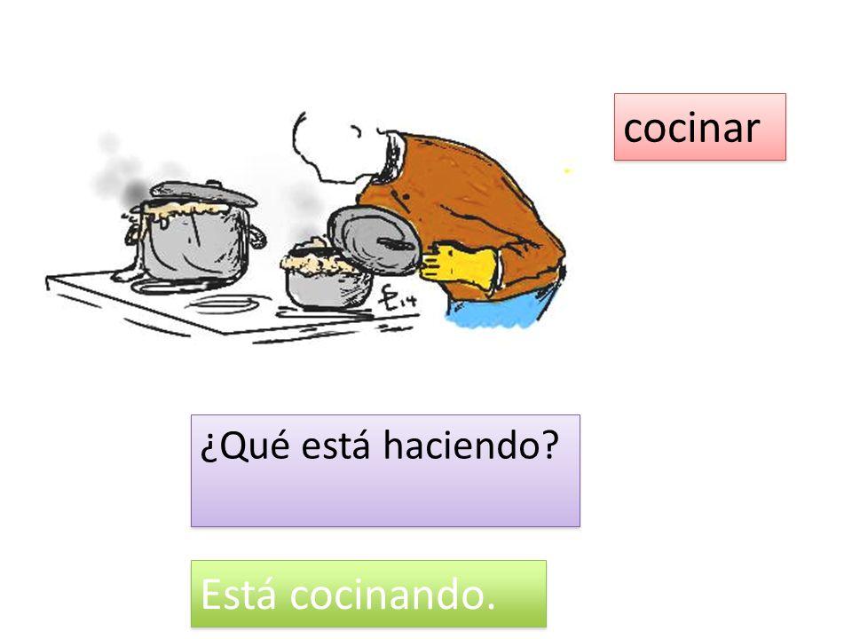 cocinar ¿Qué está haciendo Está cocinando.