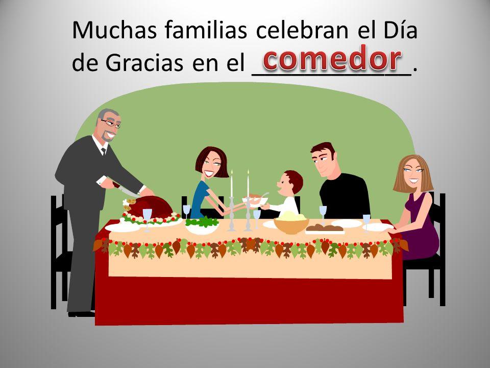 Muchas familias celebran el Día de Gracias en el ____________.