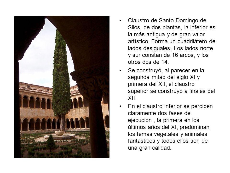 Claustro de Santo Domingo de Silos, de dos plantas, la inferior es la más antigua y de gran valor artístico. Forma un cuadrilátero de lados desiguales. Los lados norte y sur constan de 16 arcos, y los otros dos de 14.
