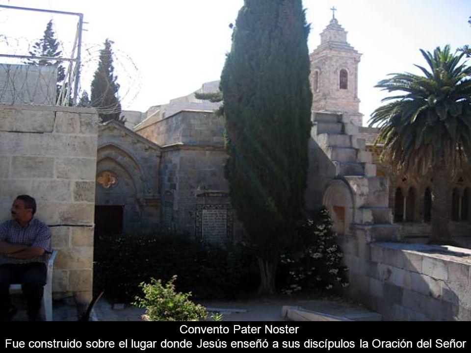 Convento Pater Noster Fue construido sobre el lugar donde Jesús enseñó a sus discípulos la Oración del Señor.