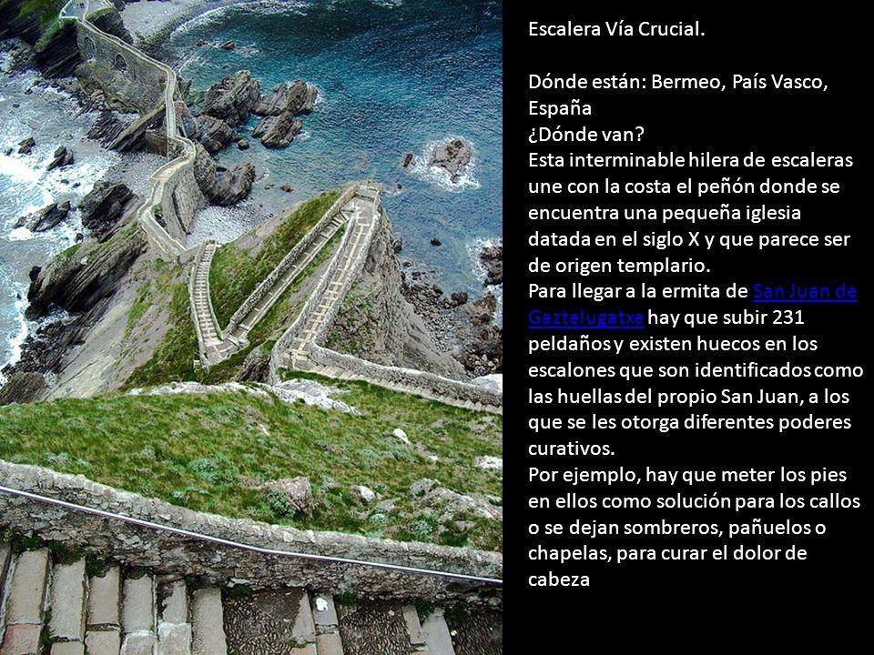 Escalera Vía Crucial. Dónde están: Bermeo, País Vasco, España ¿Dónde van.