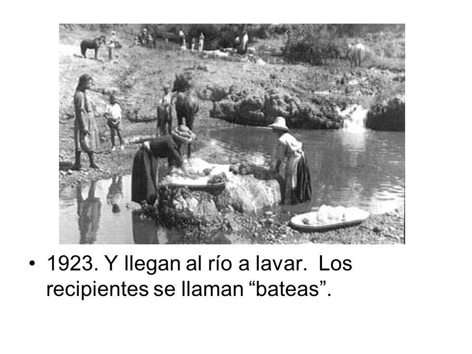 1923. Y llegan al río a lavar. Los recipientes se llaman bateas .