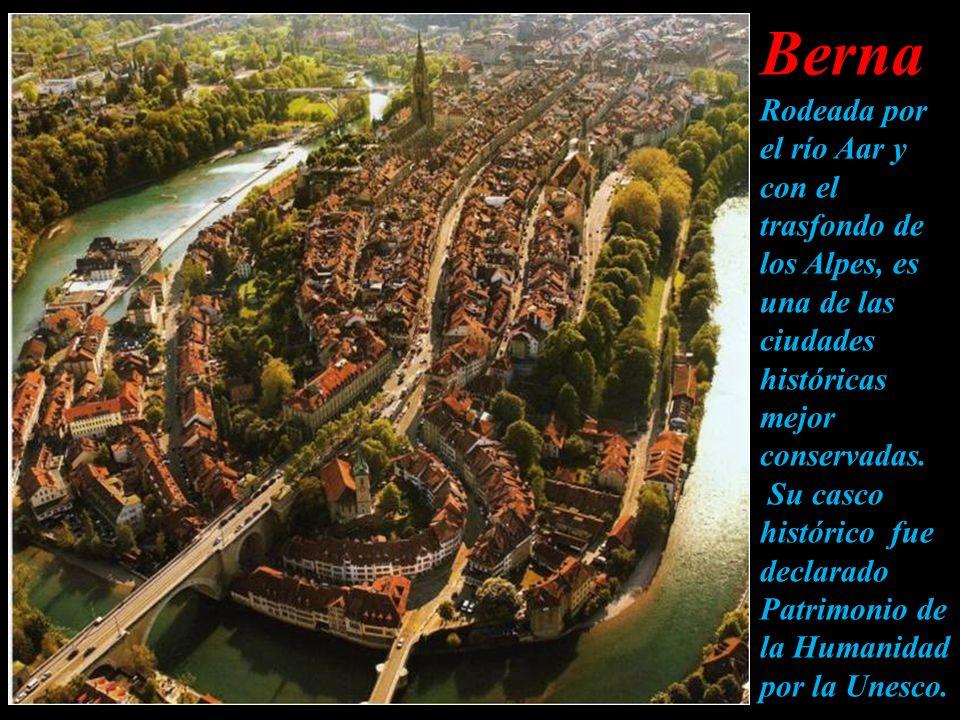 Berna Rodeada por el río Aar y con el trasfondo de los Alpes, es una de las ciudades históricas mejor conservadas.