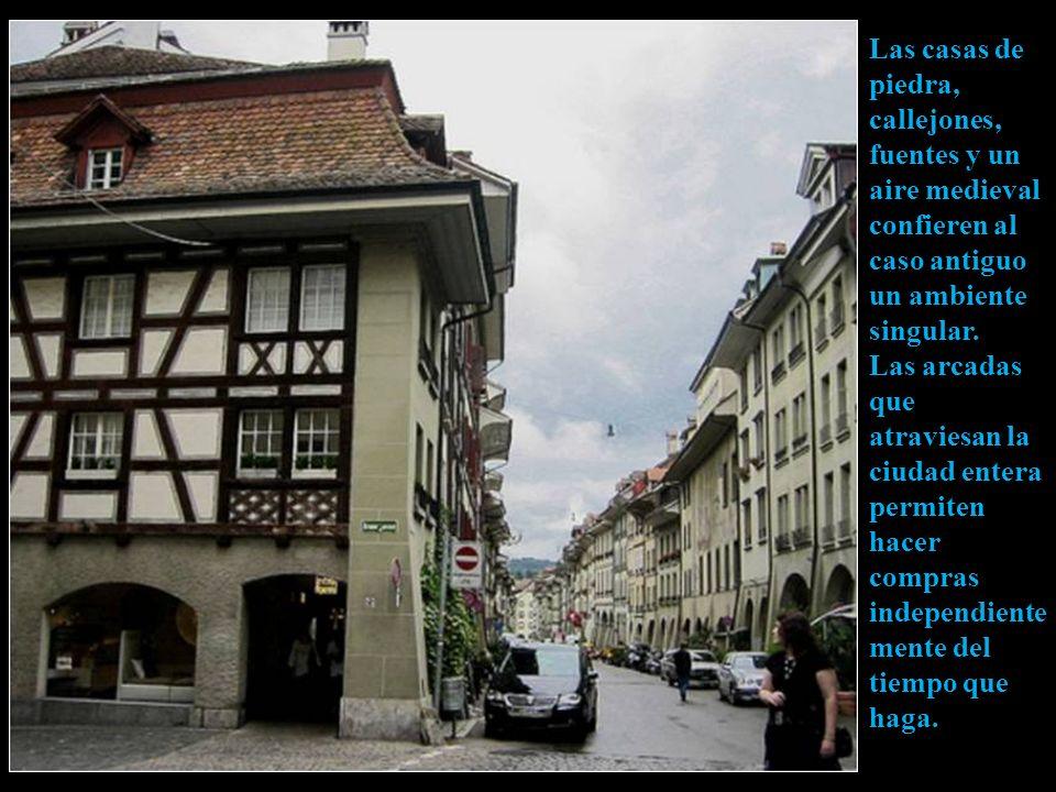 Las casas de piedra, callejones, fuentes y un aire medieval confieren al caso antiguo un ambiente singular.