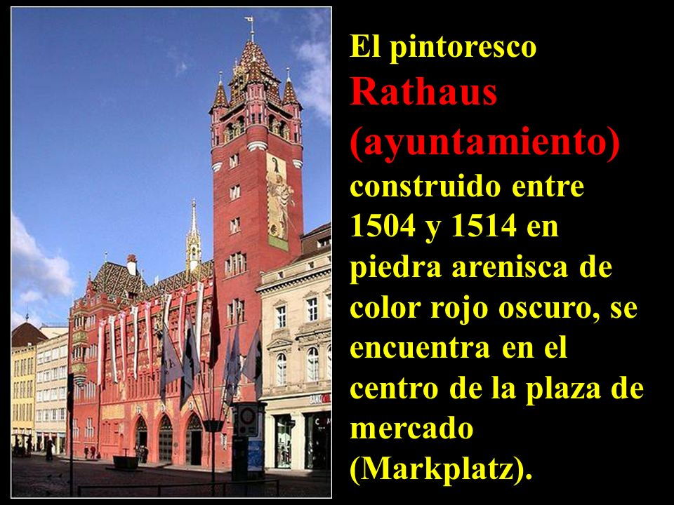 El pintoresco Rathaus (ayuntamiento) construido entre 1504 y 1514 en piedra arenisca de color rojo oscuro, se encuentra en el centro de la plaza de mercado (Markplatz).