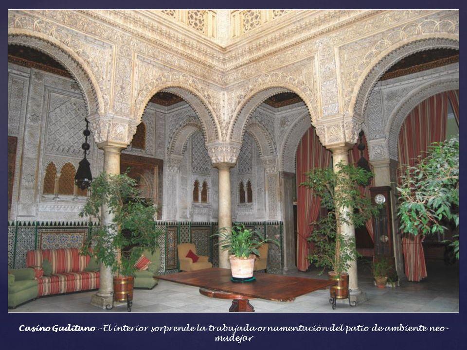 Casino Gaditano – El interior sorprende la trabajada ornamentación del patio de ambiente neo-mudejar