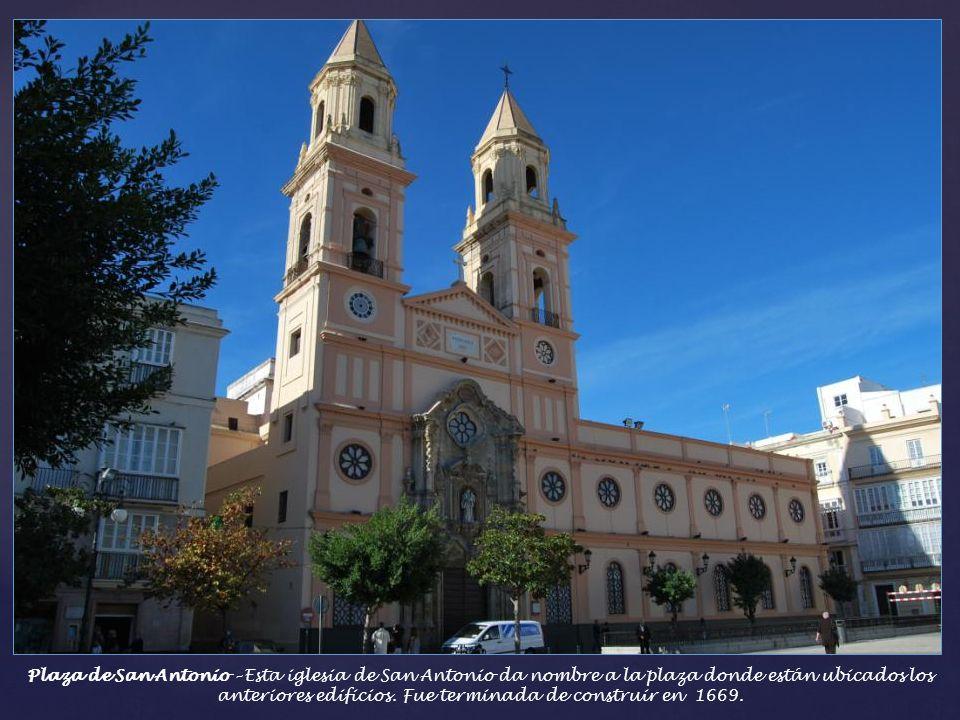 Plaza de San Antonio – Esta iglesia de San Antonio da nombre a la plaza donde están ubicados los anteriores edificios.