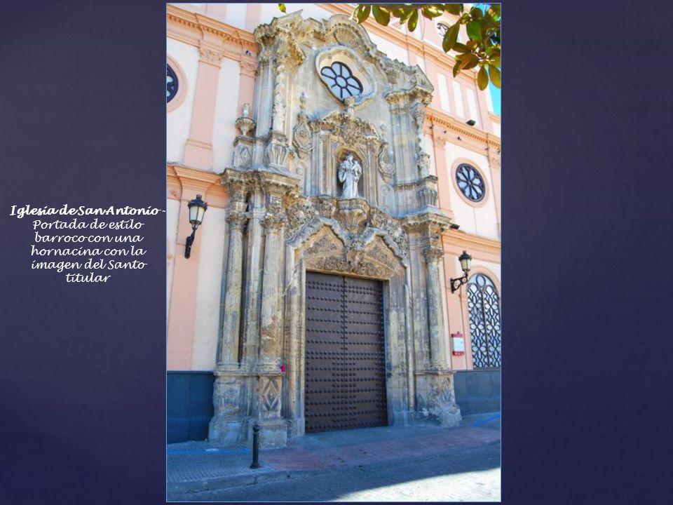 Iglesia de San Antonio -Portada de estilo barroco con una hornacina con la imagen del Santo titular