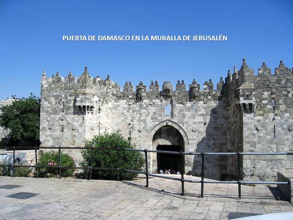PUERTA DE DAMASCO EN LA MURALLA DE JERUSALÉN