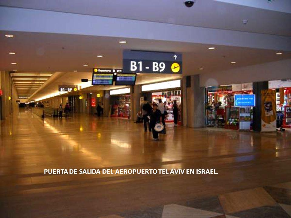 PUERTA DE SALIDA DEL AEROPUERTO TEL AVIV EN ISRAEL.