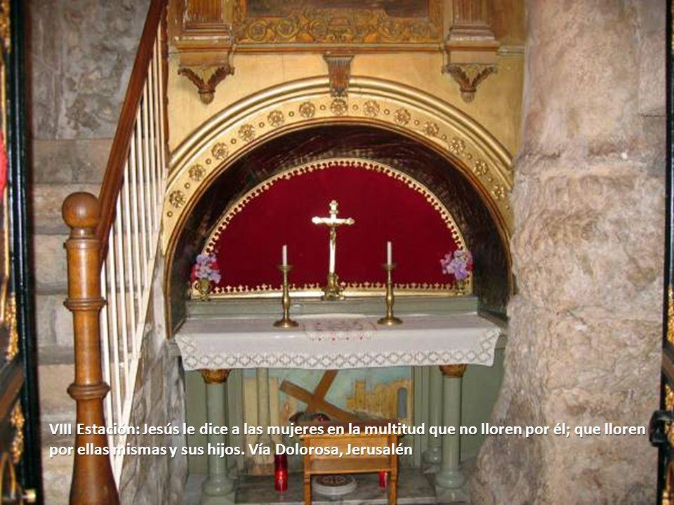 VIII Estación: Jesús le dice a las mujeres en la multitud que no lloren por él; que lloren por ellas mismas y sus hijos. Vía Dolorosa, Jerusalén