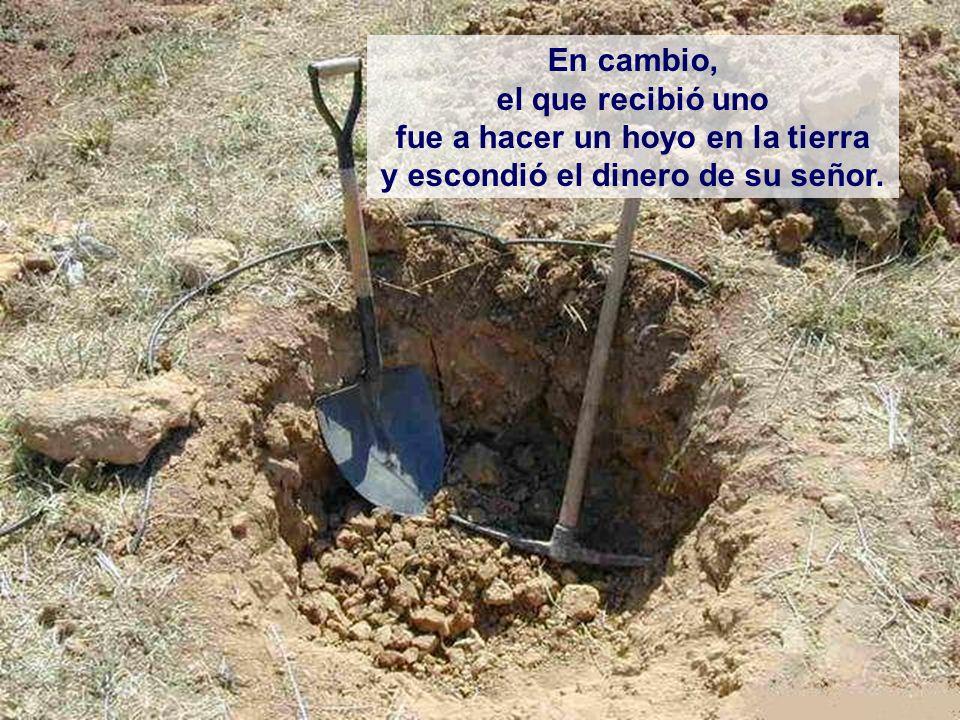 fue a hacer un hoyo en la tierra y escondió el dinero de su señor.