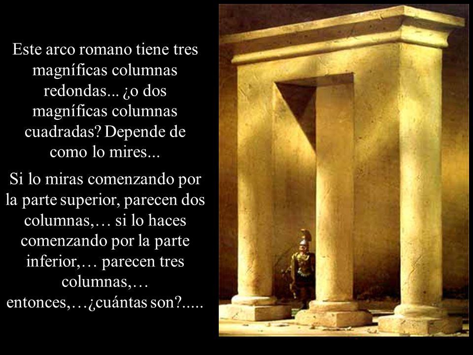 Este arco romano tiene tres magníficas columnas redondas