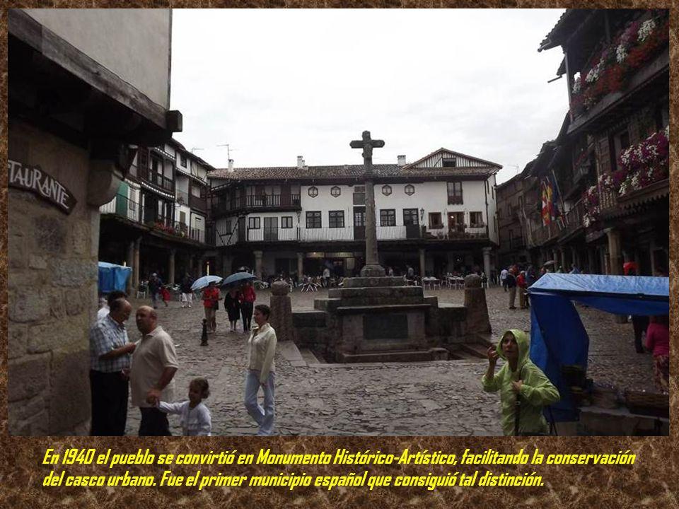 En 1940 el pueblo se convirtió en Monumento Histórico-Artístico, facilitando la conservación del casco urbano.