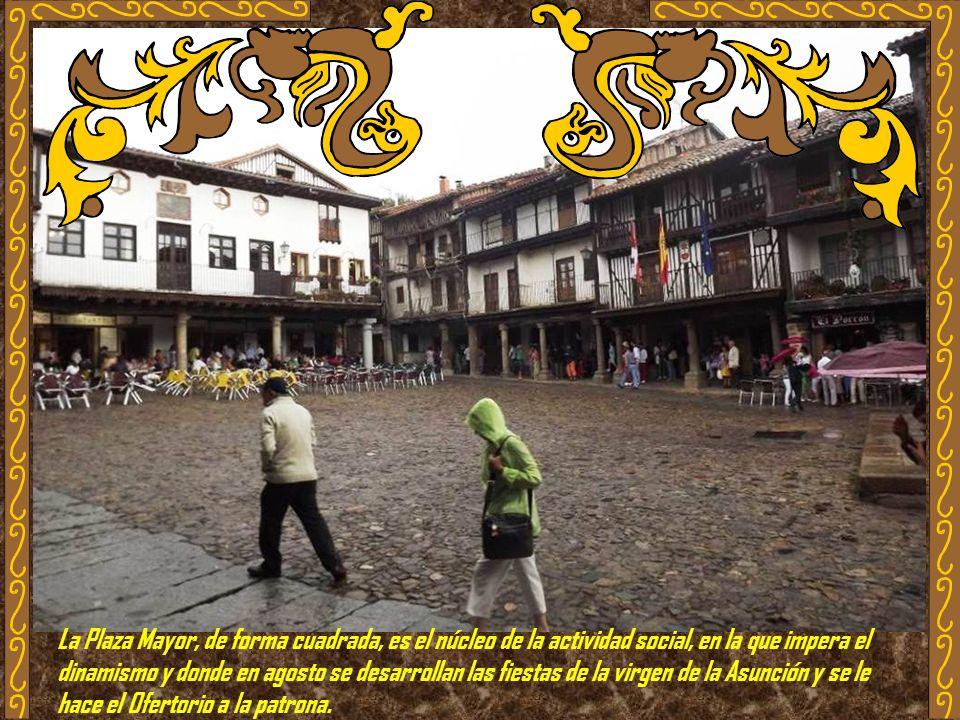 La Plaza Mayor, de forma cuadrada, es el núcleo de la actividad social, en la que impera el dinamismo y donde en agosto se desarrollan las fiestas de la virgen de la Asunción y se le hace el Ofertorio a la patrona.