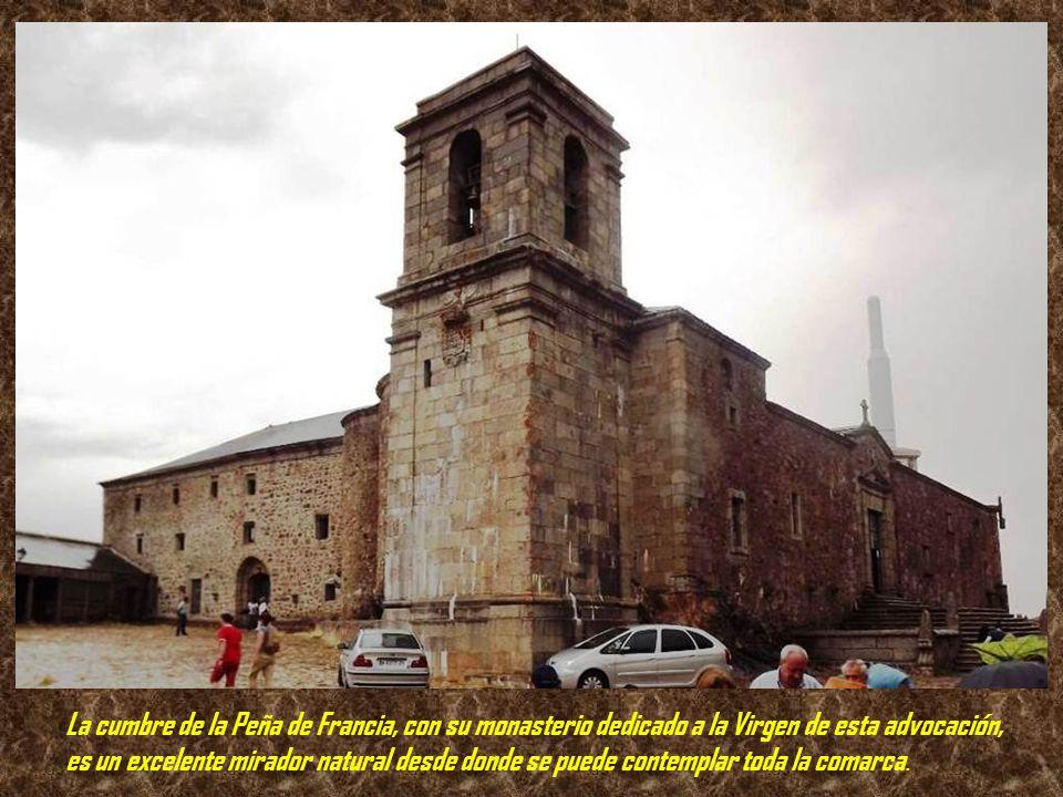 La cumbre de la Peña de Francia, con su monasterio dedicado a la Virgen de esta advocación, es un excelente mirador natural desde donde se puede contemplar toda la comarca.