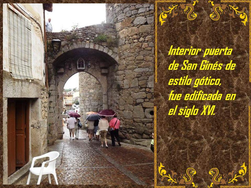 Interior puerta de San Ginés de estilo gótico, fue edificada en el siglo XVI.