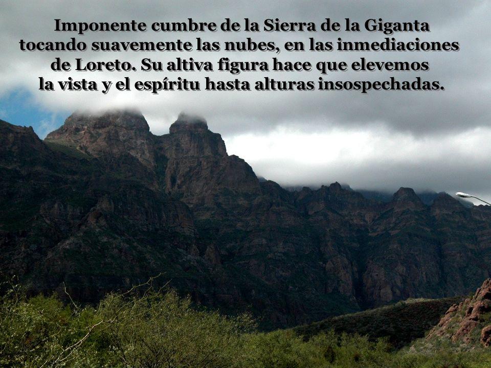 Imponente cumbre de la Sierra de la Giganta